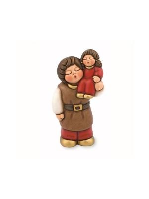 Uomo con bimba sulle spalle Presepe del Giubileo rosso- Thun